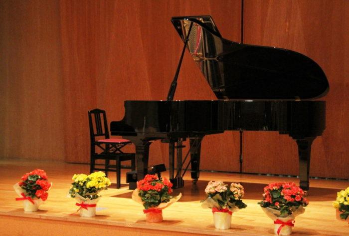 ピアノ発表会で贈る花束(フラワーアレンジメント)がまるわかり!~種類・相場・マナー~