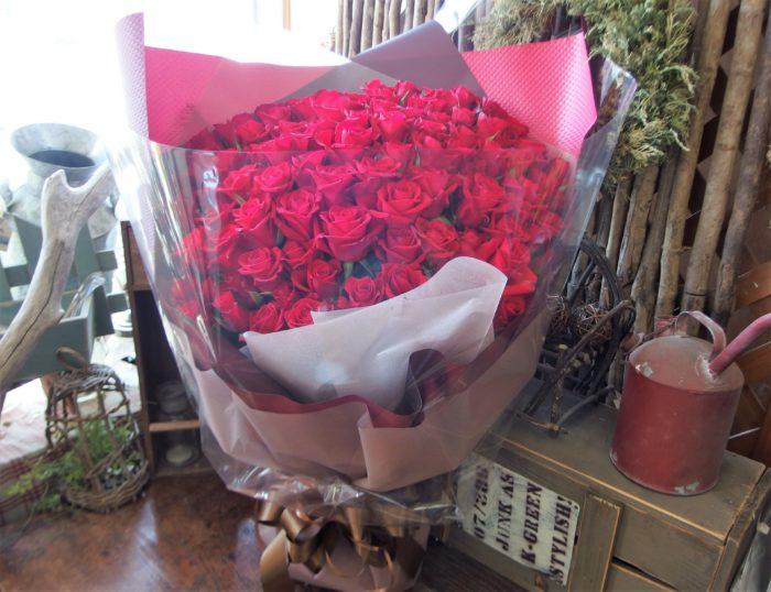 【プロポーズ保証付】108本のバラの花束