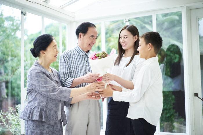 還暦・古希・喜寿・傘寿祝いに贈る花といえば?