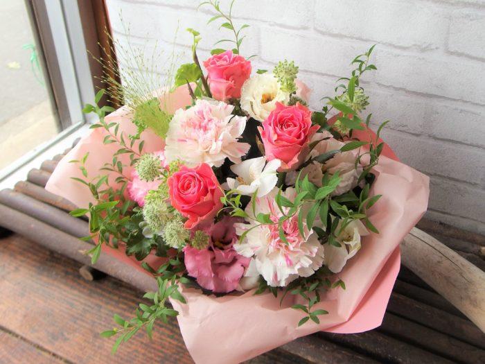 ピンクバラで可愛く