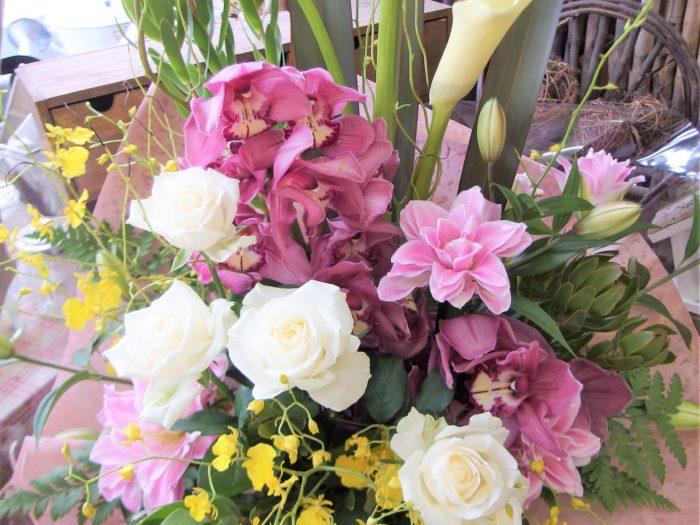溢れるお祝いの気持ちをお花に込めて