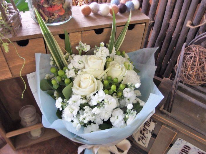 花言葉は尊敬 白い花束