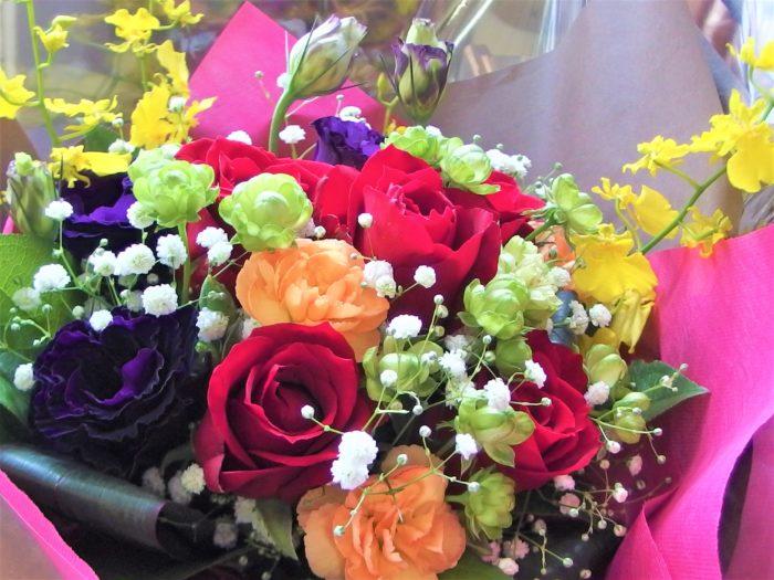 カラフルな花束も良いですね♪