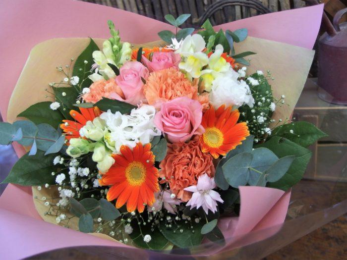 元気な女性に!明るい花束